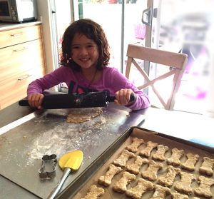 mommie and me baking cookies